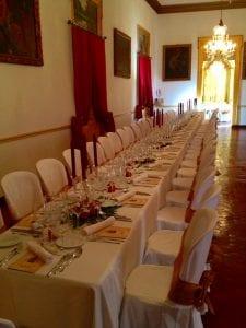 Mesa alargada para banquetes en Menorca