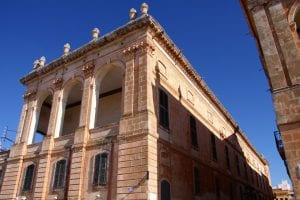 Fachadas de palacios en Menorca
