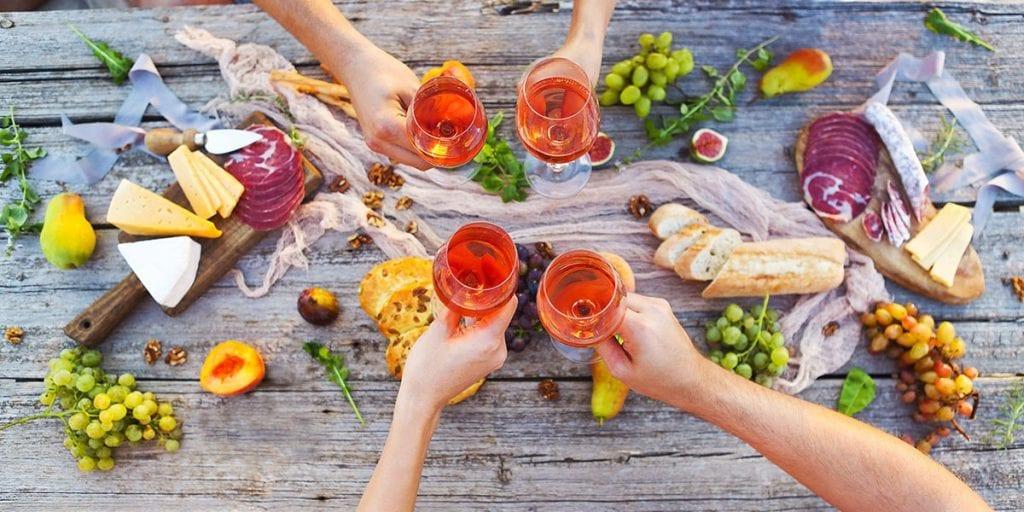 Comida con amigos en Menorca