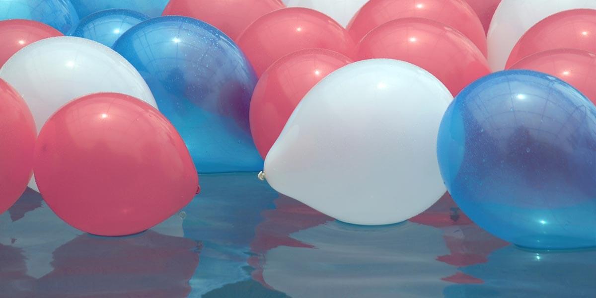 Globos para la decoración de una fiesta veraniega en menorca