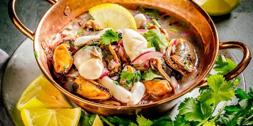 Cebiche mixto con pescado y marisco, para los amantes del mar
