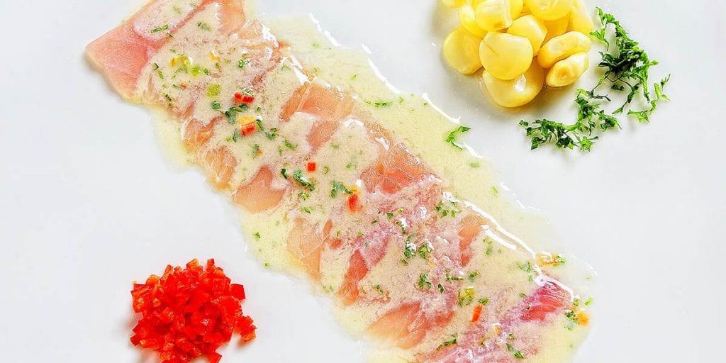 El tiradito es un plato que fusiona las gastronomías peruana y japonesa a la perfección