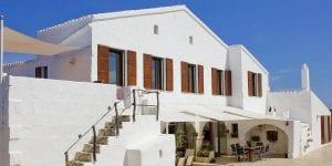 La Finca Llucalari Nou es el sitio perfecto para celebrar tu boda en Menorca, pues combina lo mejor del campo con la cercanía de la playa