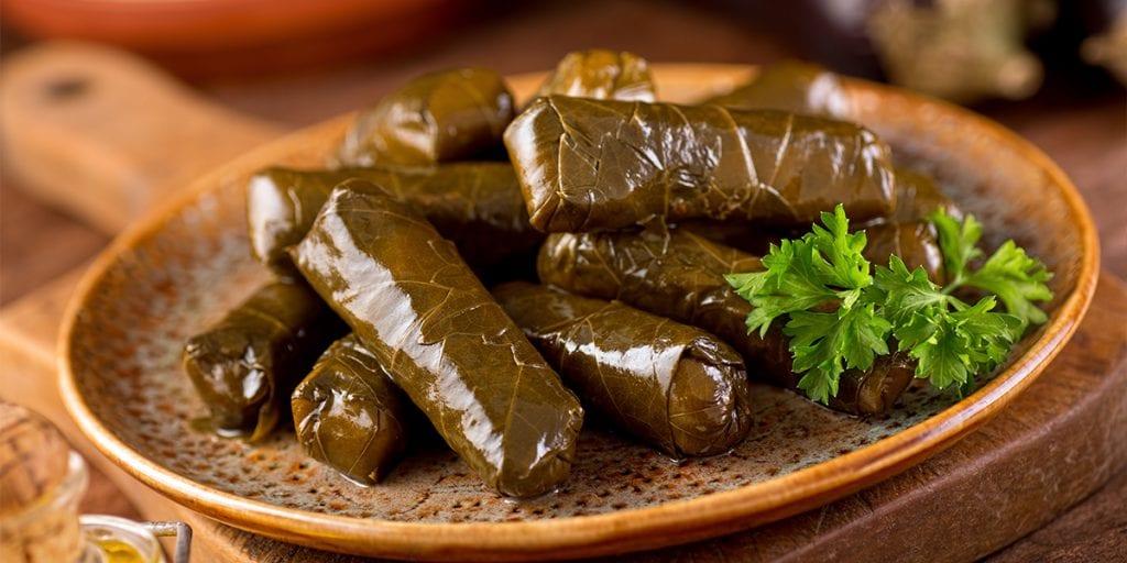 En el mezze libanés es habitual encontrar entrantes como el warak inab