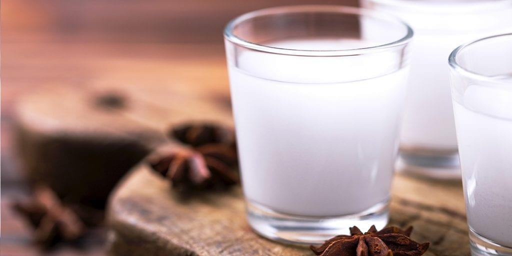 El licor típico libanés es el arak, que suele tomarse con agua y hielo acompañando a la comida