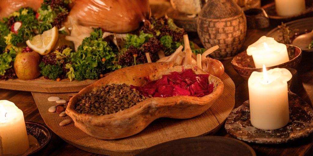 El banquete también debe basarse en la comida que existía en la época medieval. Todos disfrutaréis de un buen asado y productos frescos