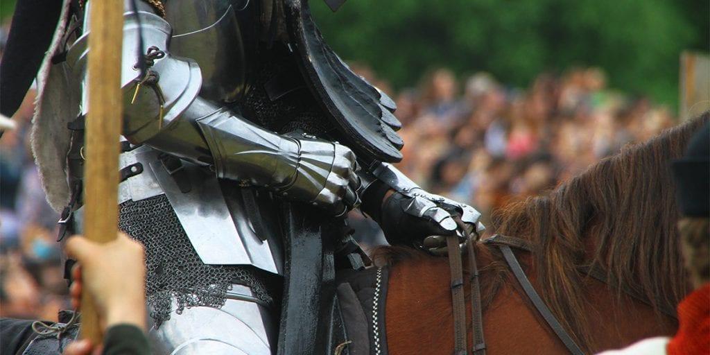 Contrata un espectáculo de justa a caballo y organiza concursos entre tus invitados más valientes. Lo pasareis en grande
