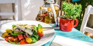 Hoy degustaremos un menú griego en Menorca, disfrutando de las similitudes de estas dos reinas del Mediterráneo