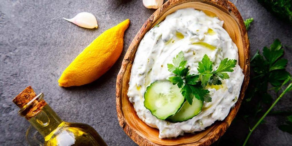 El tzaziki lo serviremos como entrante en nuestro catering griego en Menorca