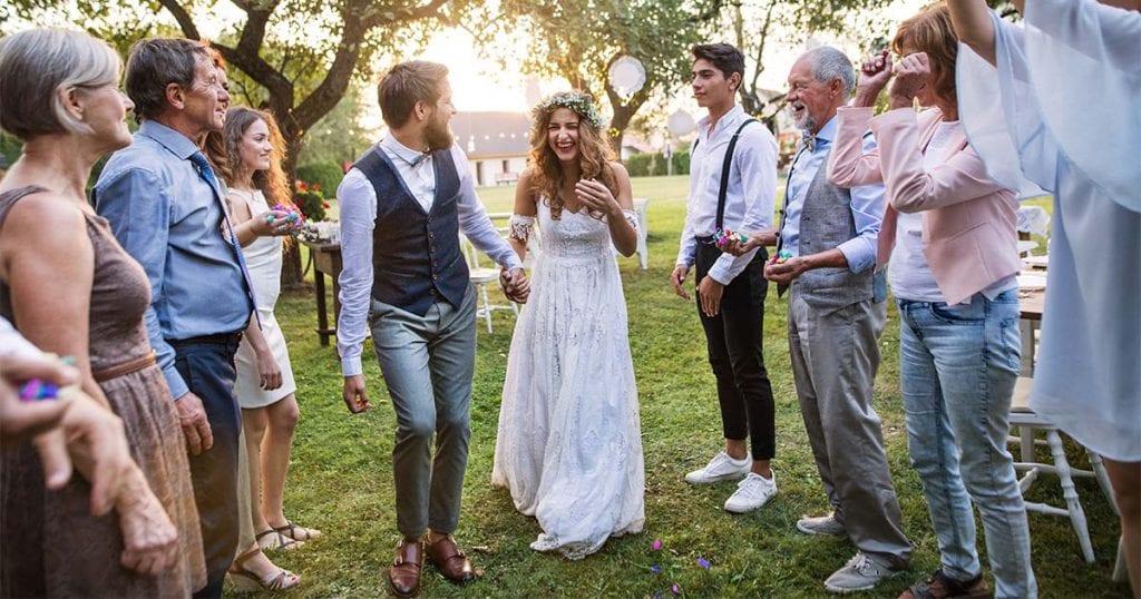Una boda a media tarde te permitirá aprovechar la luz de los largos días de verano, a la vez que la temperatura se irá haciendo cada vez más agradable a medida que caiga la noche.