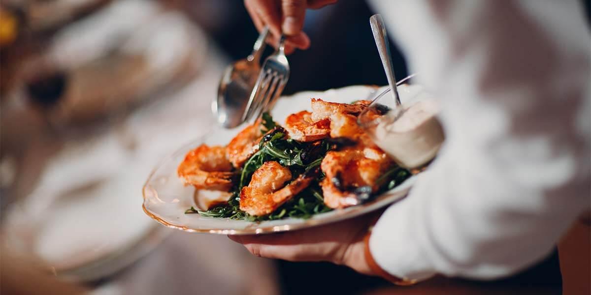 Hoy te mostramos algunos platos principales elaborados con productos del mar ¡que harán las delicias de tus invitados en tu próximo catering en Menorca!