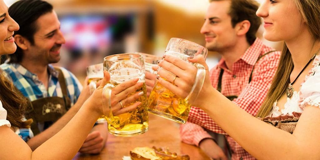 Si te encanta la cerveza, esta semana te proponemos traer el Oktoberfest a tu catering en Menorca