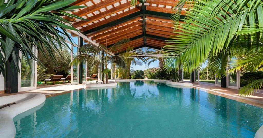 No te será difícil encontrar un sitio especial para organizar tu catering en Menorca, porque esta isla cuenta con playas espectaculares, y fincas fabulosas con amplias zonas exteriores y piscinas