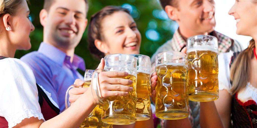 Si quieres deleitar a tus invitados con gran variedad de cervezas, puedes preparar una degustación de distintos tipos