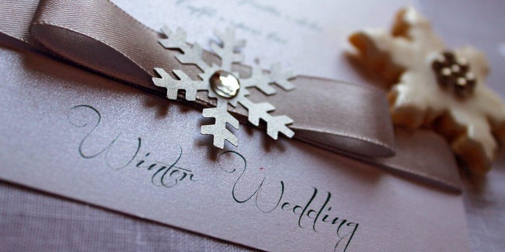 Una boda en invierno en Menorca y su invitación con motivos propios de la estación