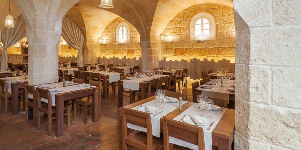 El marés es el material de nuestro hermoso salón principal en Menorca