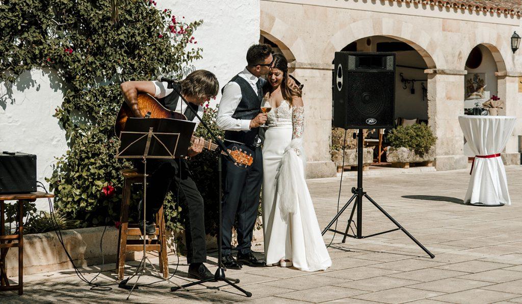 Celebra una boda en Menorca con música en vivo