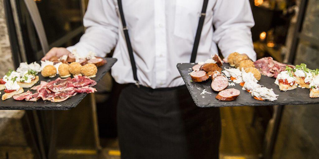 Catering para bodas en Menorca con menu de carnes y embutidos